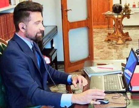 Marchese Prof. Emilio della Fontanazza nel proprio Studio di Viareggio